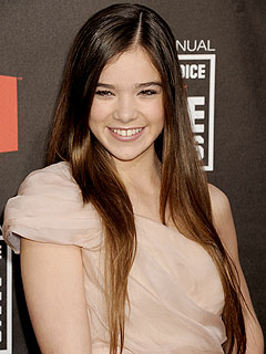 True Grit Star Hailee Steinfeld Still Gets in Trouble for Texting