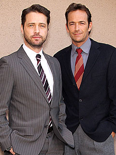 Jason Priestley and Luke Perry Recall &#39;Homoerotic&#39; 90210 Scenes