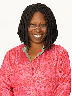 The 61-year old daughter of father Robert James Johnson and mother Emma , 165 cm tall Whoopi Goldberg in 2017 photo