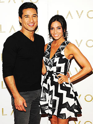 Mario Lopez & Courtney Mazza Dine on Fried Chicken