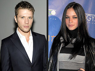 Alexis Knapp Not Asking Ryan Phillippe for Help with Baby