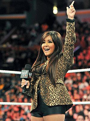 Snooki Guest-Hosts 'WWE Monday Night Raw'