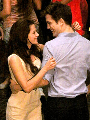 Robert Pattinson, Kristen Stewart Married in Breaking Dawn