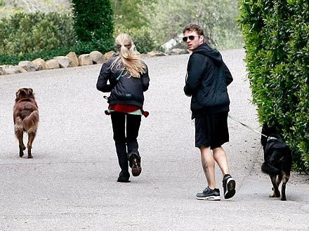 Reese Witherspoon Wedding - Ryan Phillippe, Amanda Seyfried Go Jogging