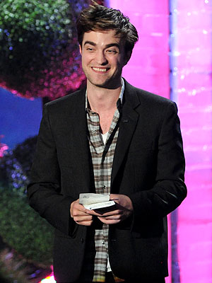 Breaking Dawn's Robert Pattinson at MTV Movie Awards