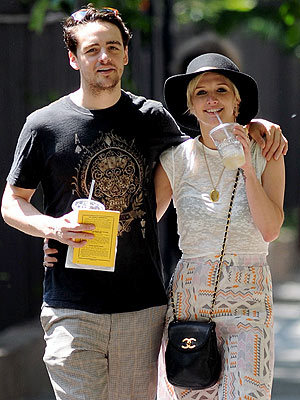 Ashlee Simpson, Vincent Piazza Kissing in NYC