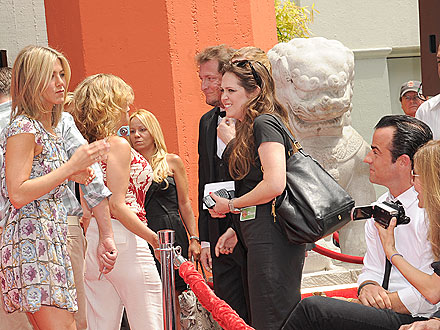 Horrible Bosses Jennifer Aniston Gets Hollywood Hand and Footprint Ceremony