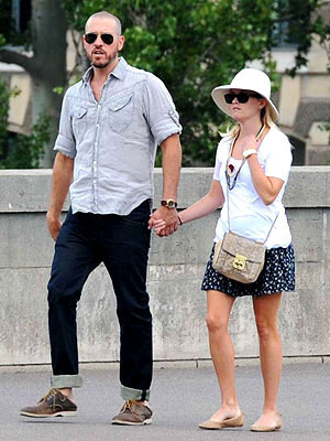 Reese Witherspoon & Jim Toth's Romantic Stroll Through Paris