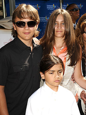 Michael Jackson's Children: Prince, Paris & Blanket Pictures