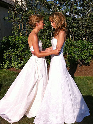 Chely Wright Married Lauren Blitzer - See Their Wedding Dresses: Pictures