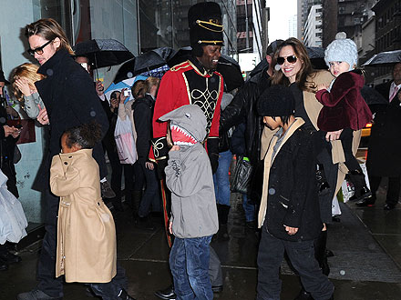 Brad Pitt and Angelina Jolie Visit FAO Schwartz with Their Kids