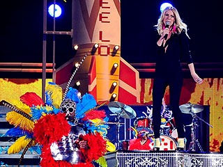Grammy Awards 2011: Gwyneth Paltrow Performs
