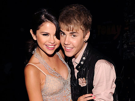 Selena Gomez Takes a First-Class Seat &#8211; on Justin&#39;s Lap! &#8211; During Flight