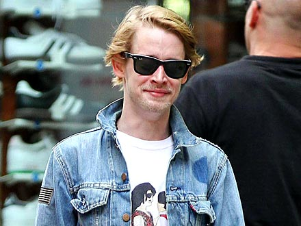 Macaulay Culkin Soaks Up Female Attention During Deejay Night