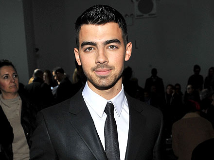 Joe Jonas Sticks to His Boys at a Vodka Bash