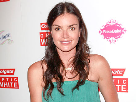 Courtney Robertson Swears Off Spray Tans to Look Au-Naturel for Ben Flajnik