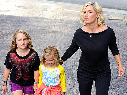Jennie Garth Gets a Massage Before Taking Kids to a Kelly Clarkson Concert