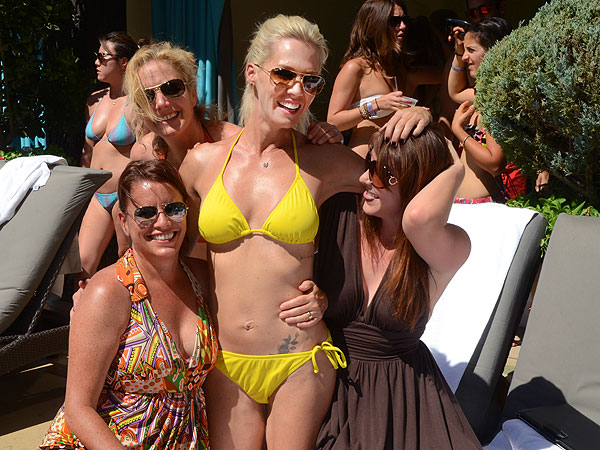 Jennie Garth Reveals Bikini Body in Las Vegas