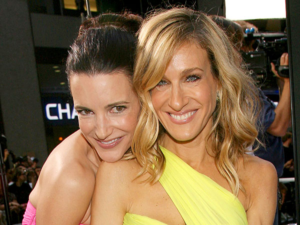 Sarah Jessica Parker & Kristin Davis Share Laughs but No Cosmos