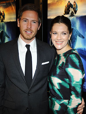 Drew Barrymore & Will Kopelman Have Shower in L.A.