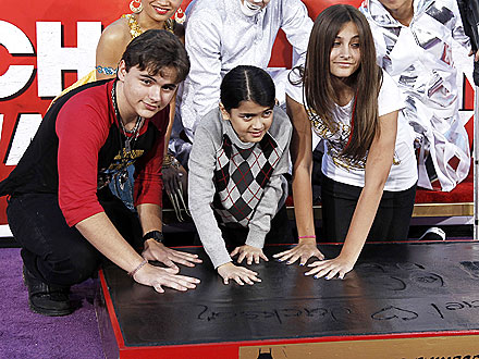Michael Jackson's Children Memorialize Him in Handprint Ceremony