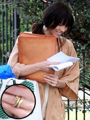 Jessica Biel Engaged to Justin Timberlake, Not Wearing Engagement Ring