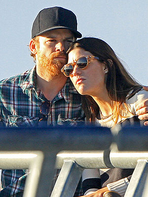 Dexter: Michael C. Hall and Jennifer Carpenter Cuddle Up