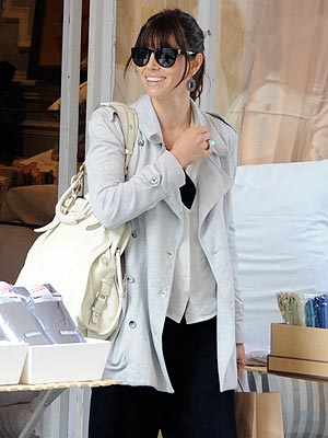 Jessica Biel Shops in Paris