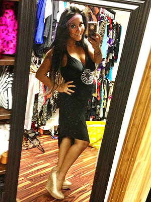 Snooki Pregnant - She Shows Off Her Baby Bump