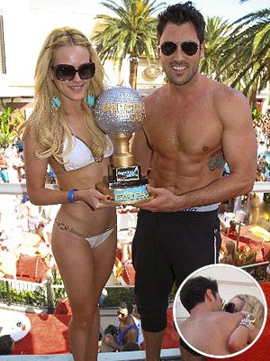 Dancing with the Stars: Maksim Chmerkovskiy & Peta Murgatroyd Kiss