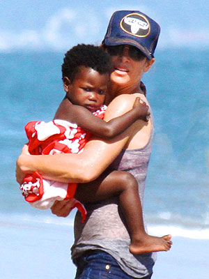 Jillian Michaels Takes Daughter Lukensia to the Beach