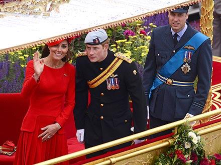 Queen Elizabeth Diamond Jubilee River Pageant (Photos)