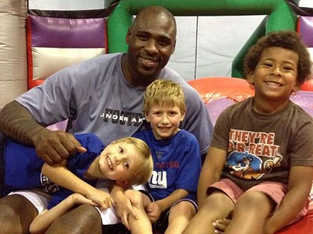 Brandon Jacobs Treats 6-Year-Old Donor to Bounce House Outing