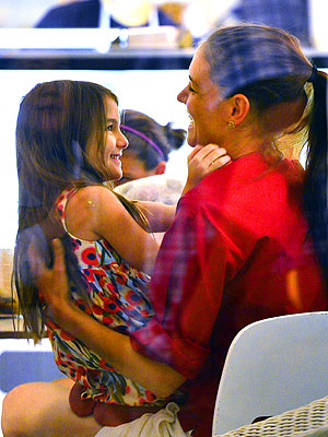 Katie Holmes and Tom Cruise Divorce: Katie Takes Suri for Ice Cream in New York