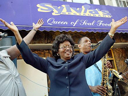 Sylvia Woods Dies