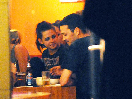 Kristen Stewart, Rupert Sanders at Cast Dinner in May (Photo) | Kristen Stewart, Rupert Sanders