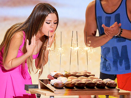 Teen Choice Awards: Selena Gomez Birthday Win