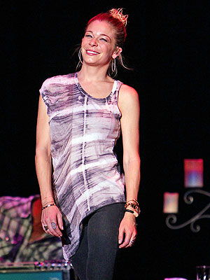 LeAnn Rimes in Treatment for Anxiety; Performs Concert: Review