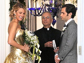 Blake Lively Photographed in Wedding Dress on Gossip Girl Set | Blake Lively, Penn Badgley