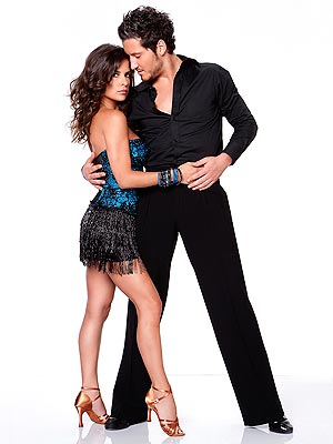 Is kelly dating val on dancing with the stars