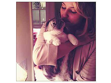 Dianna Agron Kisses Taylor Swift's Cat
