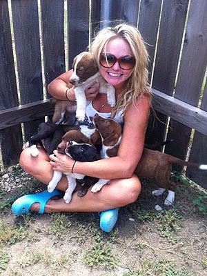 Miranda Lambert Fosters Abandoned Puppies