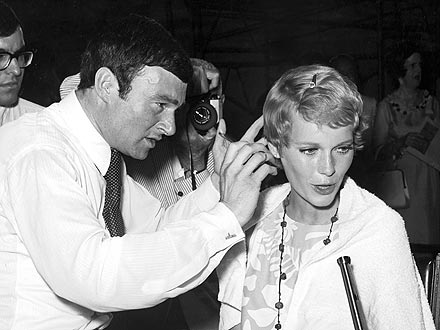 FLASHBACK PHOTO: Vidal Sassoon Cuts Mia Farrow's Hair