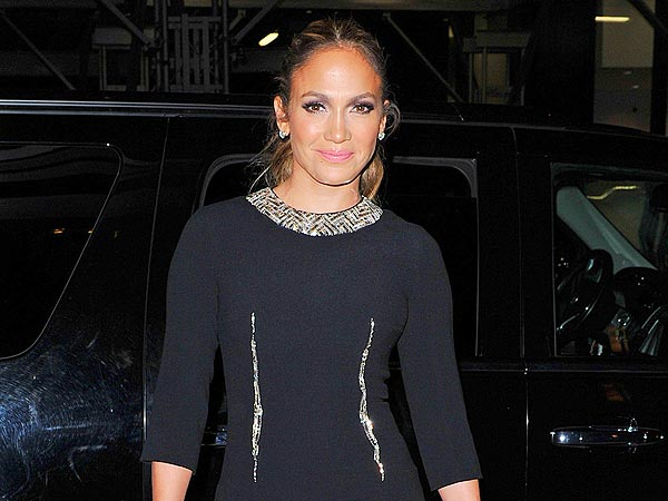 Jennifer Lopez & Casper Smart Share &#39;Sweet&#39; Dinner in West Hollywood