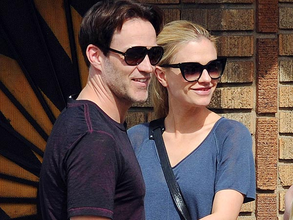 Anna Paquin & Stephen Moyer Take Twins Out for Dinner