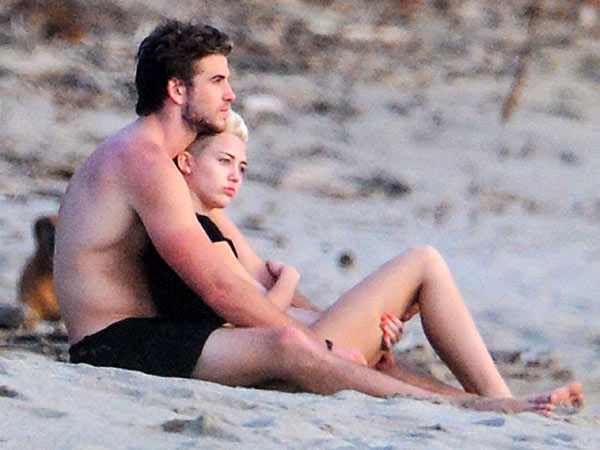 Miley Cyrus and Liam Hemsworth Cuddle in Costa Rica