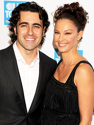 Ashley Judd with friendly, Husband Dario Franchitti