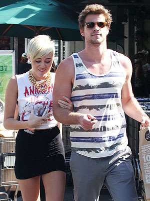 Miley Cyrus, Liam Hemsworth Breakup; She Hopes They Get Back Together