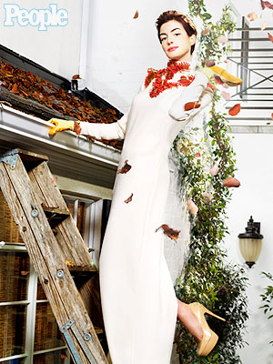 Anne Hathaway: What's She Doing in Gucci Cleaning Gutters?