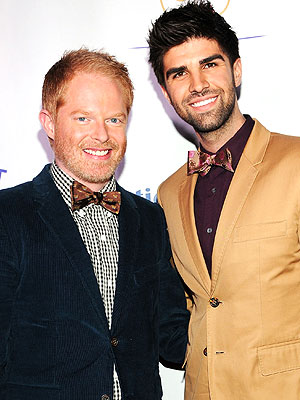 Modern Family&#39;s Jesse Tyler Ferguson Engaged to Justin Mikita; Talks Wedding